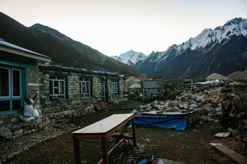 Opinión de la mañana del hotel en Kyanjin fotografía de archivo libre de regalías