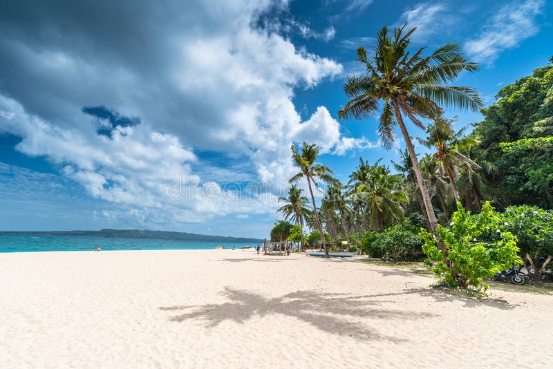 Opinión de la mañana de la playa famosa de Puka en la isla de Boracay fotografía de archivo libre de regalías