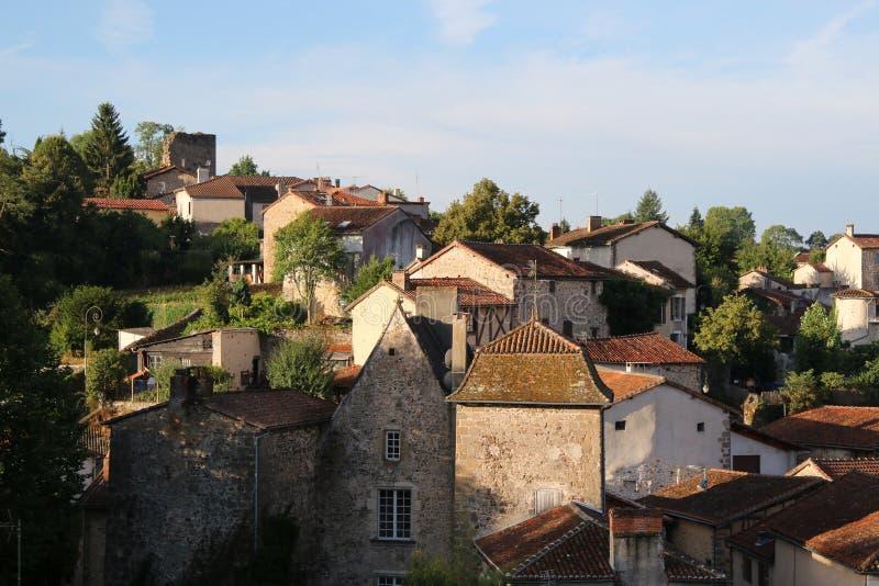 Opinión de la madrugada de Confolens medieval, Francia fotos de archivo libres de regalías