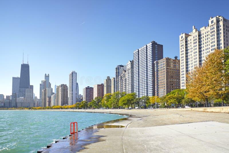 Opinión de la madrugada del rastro de la orilla del lago de Michigan en Chicago fotos de archivo libres de regalías