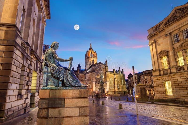Opinión de la milla real histórica, Edimburgo de la calle imagenes de archivo