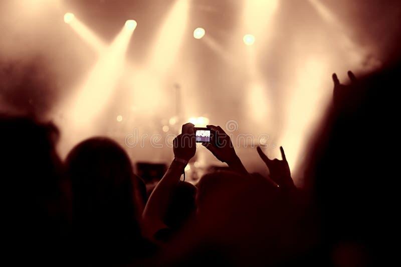 Opinión de la muchedumbre del concierto fotografía de archivo libre de regalías