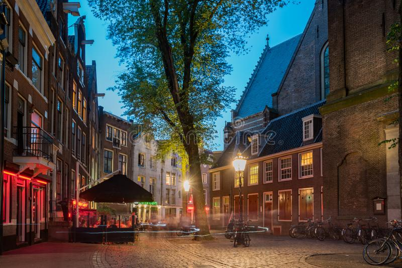 Opinión de la noche de la calle y del paisaje urbano hermosos foto de archivo libre de regalías