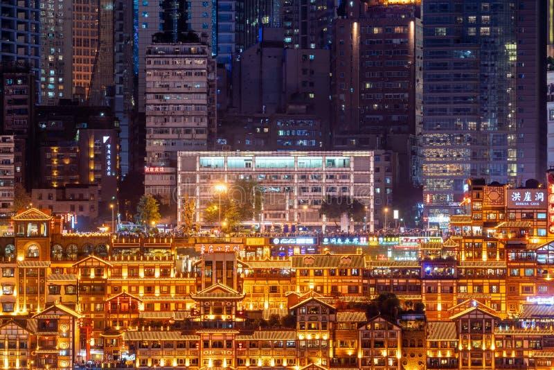Opinión de la noche de la cueva c del hongya de Chongqing fotos de archivo libres de regalías