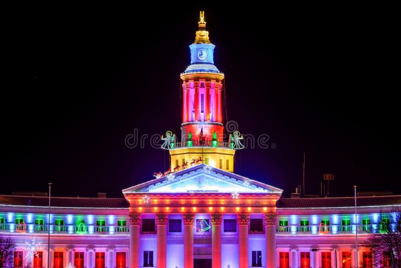 Opinión de la noche de diciembre del primer Denver City Hall fotos de archivo
