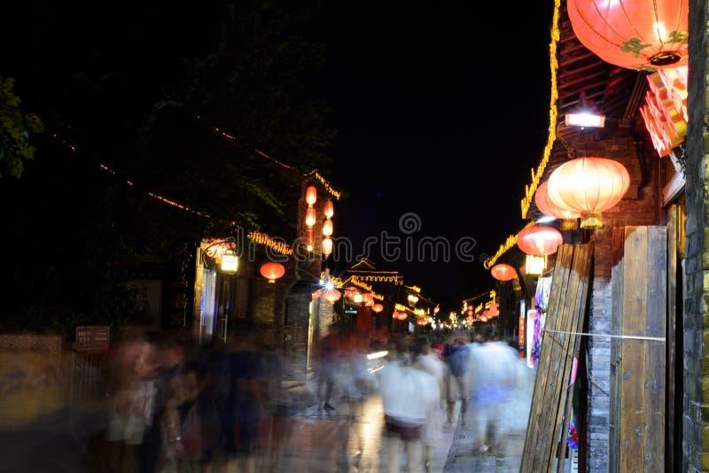 Opinión de la noche de la calle de dongguan en la ciudad de Yangzhou imagenes de archivo