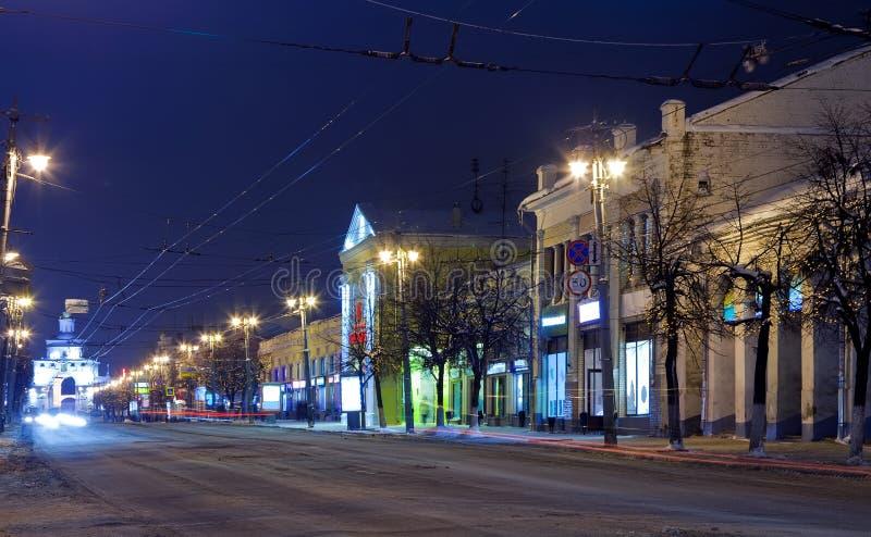 Opinión de la noche de la calle hivernal imagen de archivo