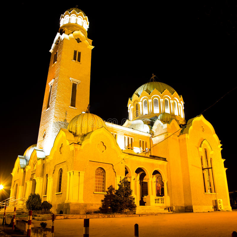 Opinión de la noche de la catedral en Veliko Tarnovo, Bulgaria foto de archivo libre de regalías