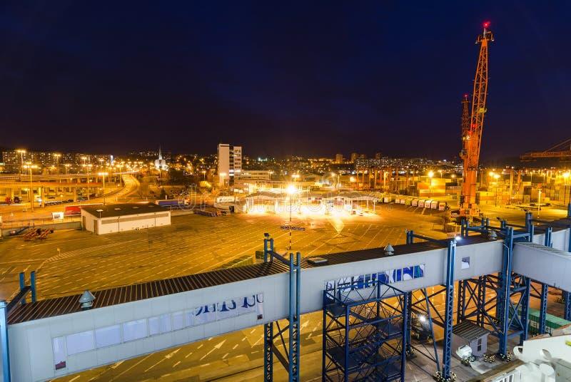 Opinión de la noche de la línea puerto de Stena del transbordador fotografía de archivo libre de regalías