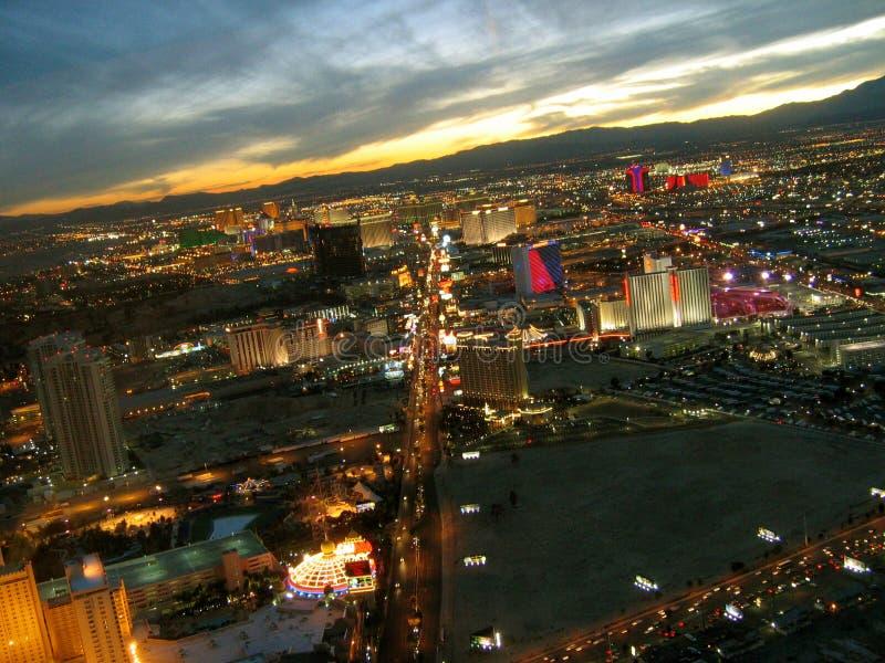 Opinión de la noche de la tira de la torre de la estratosfera, Las Vegas, Nevada, los E.E.U.U. de Las Vegas imagen de archivo