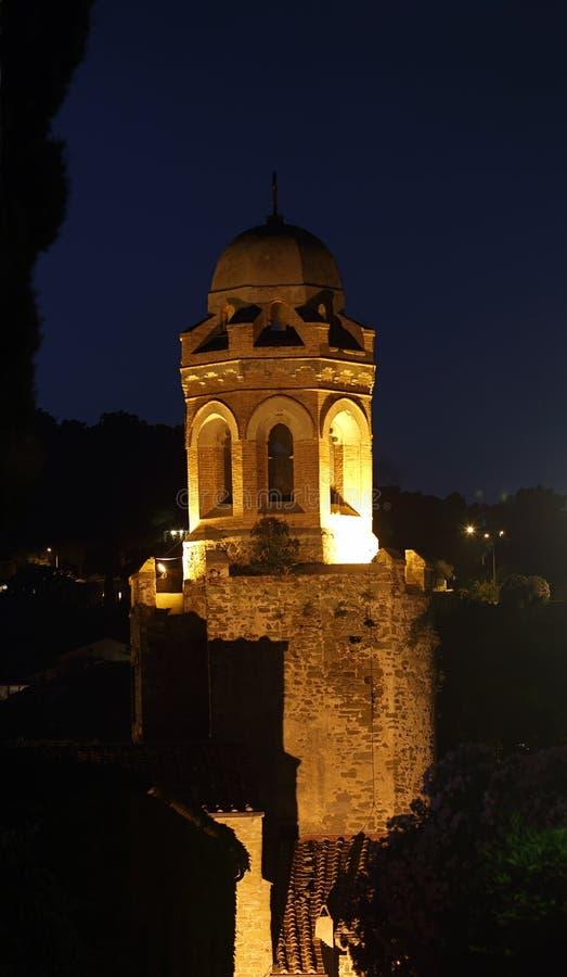 Opinión de la noche de la torre del San Giovanni Battista Church imagenes de archivo