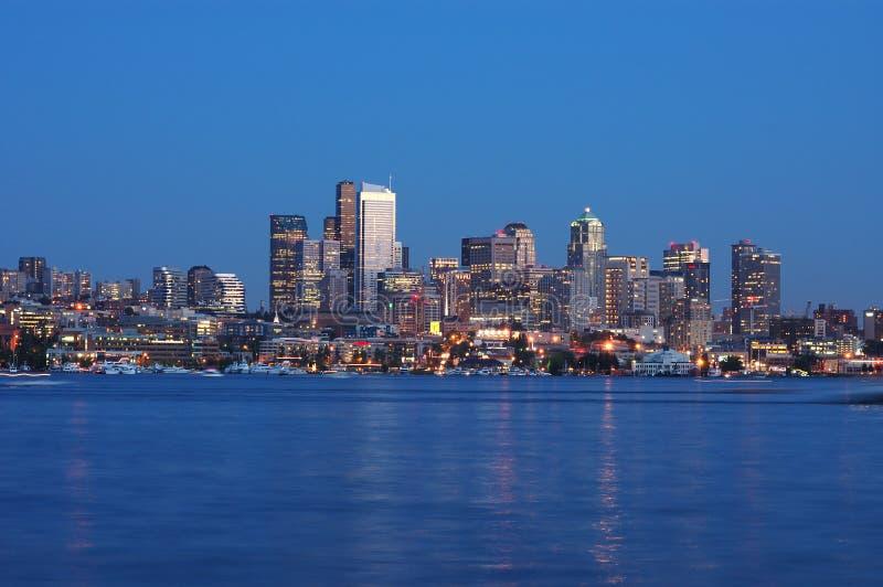 Opinión de la noche de Seattle imagen de archivo