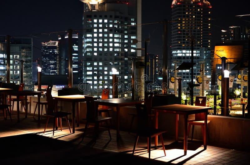 Opinión de la noche de Umeda en la ciudad de Osaka, Japón imágenes de archivo libres de regalías