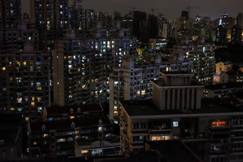 Opinión de la noche del edificio imágenes de archivo libres de regalías