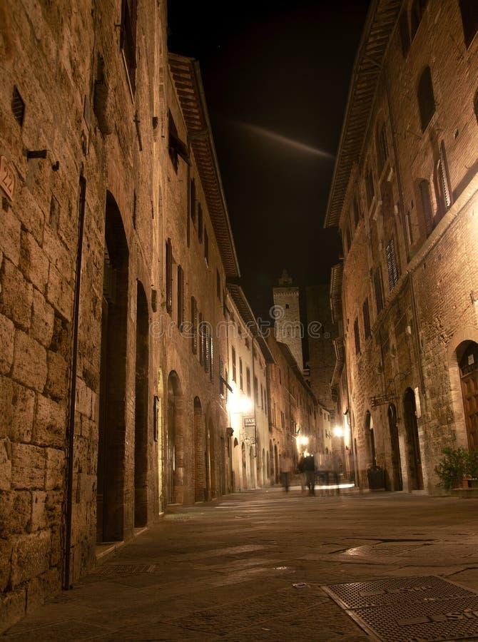 Opinión de la noche del gimignano Toscana Italia de san fotos de archivo libres de regalías