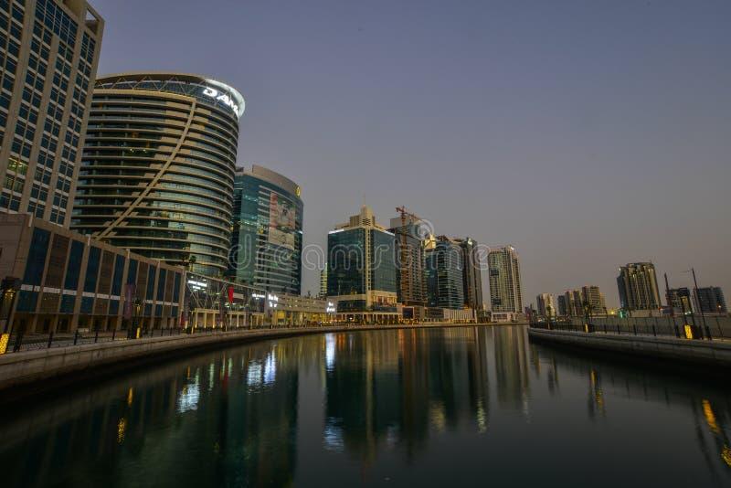 Opinión de la noche del puerto deportivo de Dubai imágenes de archivo libres de regalías