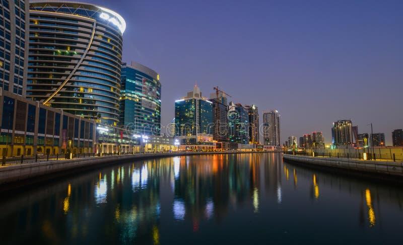 Opinión de la noche del puerto deportivo de Dubai fotos de archivo libres de regalías