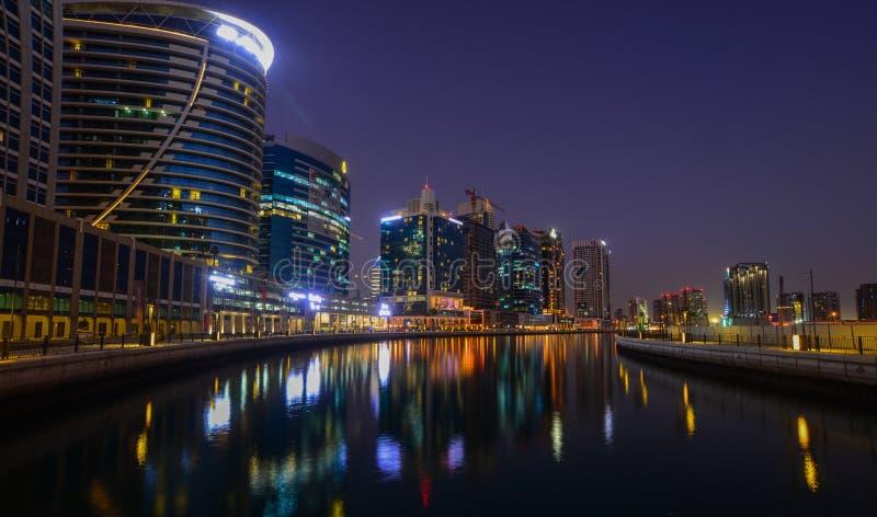 Opinión de la noche del puerto deportivo de Dubai foto de archivo libre de regalías