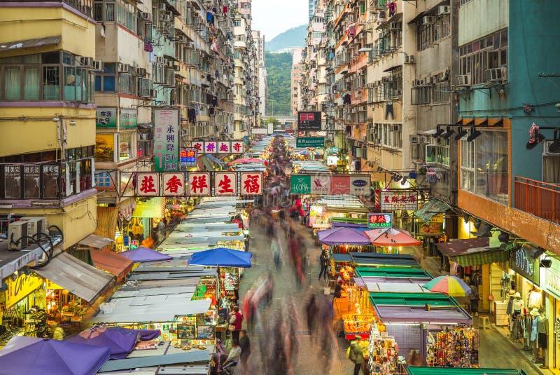 Opinión de la noche de Fa Yuen Street Market en Hong-Kong fotografía de archivo