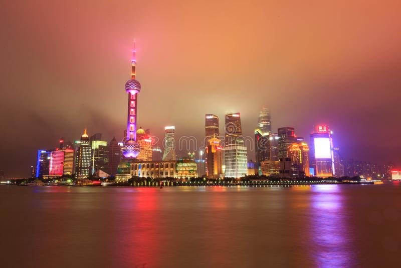 Opinión de la noche de la Federación de Shangai imágenes de archivo libres de regalías
