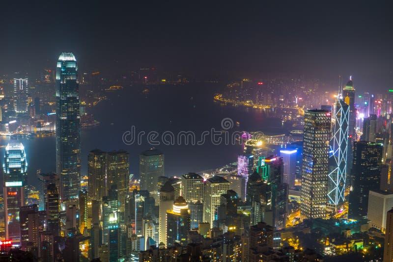 Opinión de la noche Victoria Harbour, Hong Kong imagenes de archivo