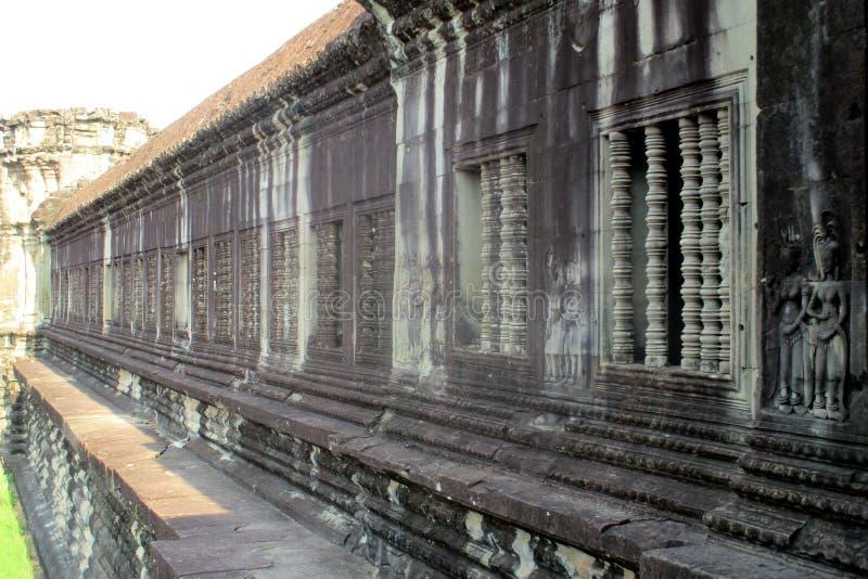 Opini?n de la pared de Camboya Angkor Wat un complejo del templo budista imagen de archivo