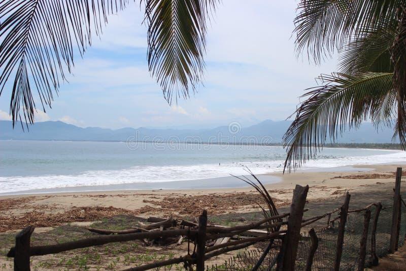 Opinión de la playa fotografía de archivo libre de regalías