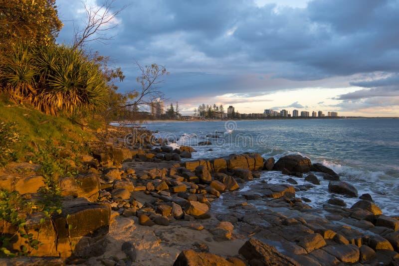 Opinión de la playa de Alexandra Headland imagen de archivo
