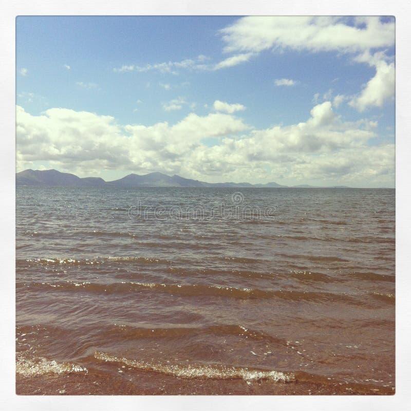 Opinión de la playa de Anglesey imagenes de archivo