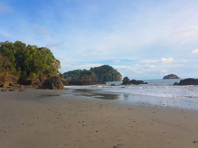 Opinión de la playa de Manuel Antonio, Costa Rica fotografía de archivo libre de regalías