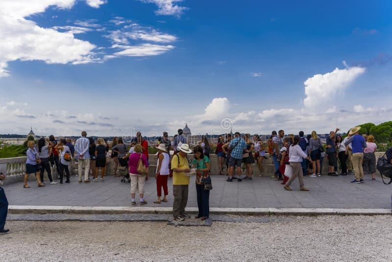 Opinión de la 'promenade' de la colina de Roma, Italia Pincian imagenes de archivo