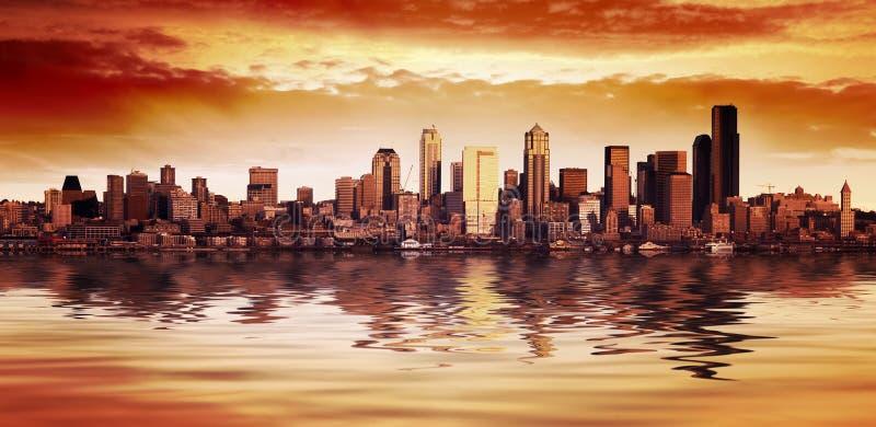 Opinión de la puesta del sol de Seattle foto de archivo