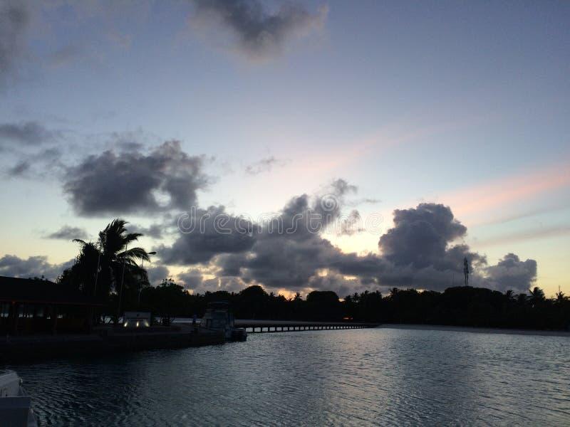 opinión de la puesta del sol del centro turístico isleño del paraíso fotos de archivo libres de regalías