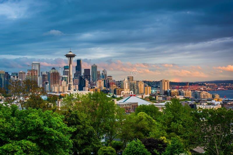 Opinión de la puesta del sol del horizonte de Seattle de Kerry Park, en Seattle, foto de archivo libre de regalías