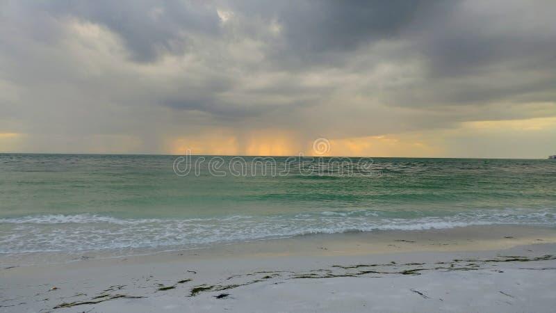 Opinión de la puesta del sol del sudoeste de la Florida, playas imagenes de archivo