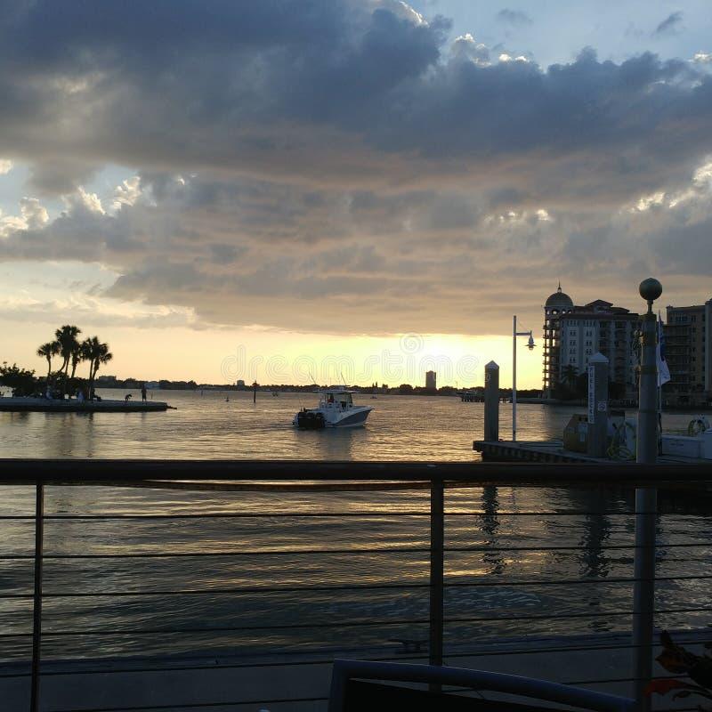 Opinión de la puesta del sol del sudoeste de la Florida, playas imagen de archivo