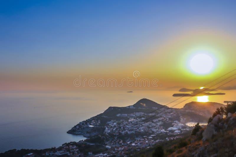 Opinión de la puesta del sol de Dubrovnik imagenes de archivo
