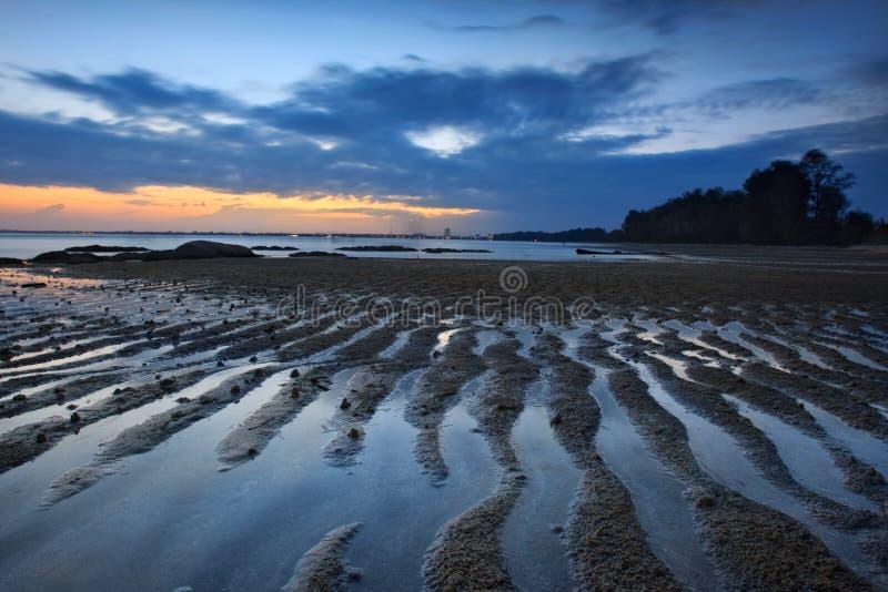 Opinión de la puesta del sol en la cara Kuantan Malasia de la playa imagen de archivo