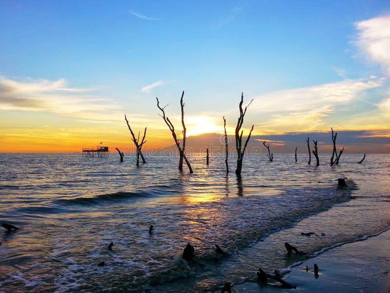Opinión de la puesta del sol en Tanjung Sepat imágenes de archivo libres de regalías