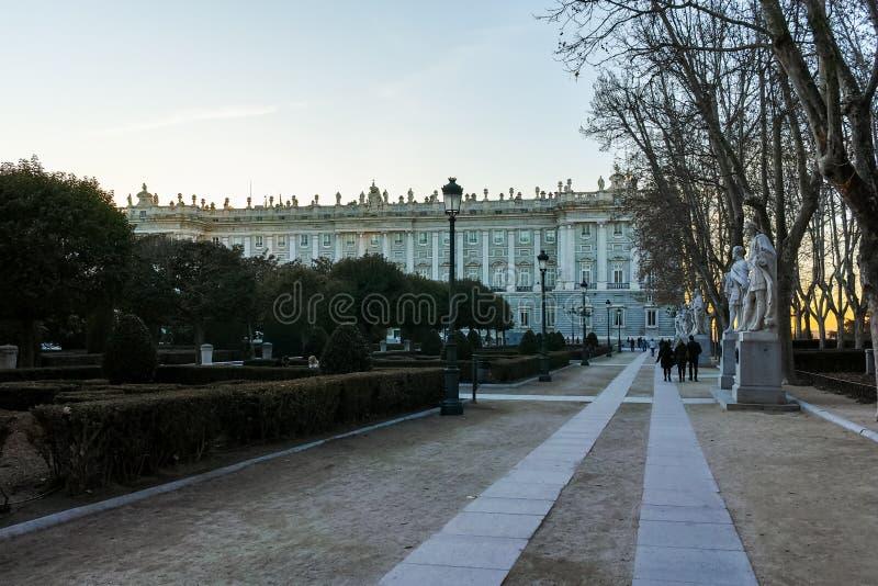 Opinión de la puesta del sol de la fachada de Royal Palace de Madrid imagen de archivo libre de regalías