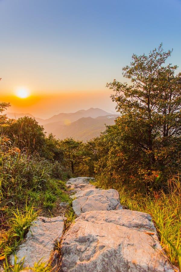 Opinión de la puesta del sol del pico de Lantau fotografía de archivo libre de regalías