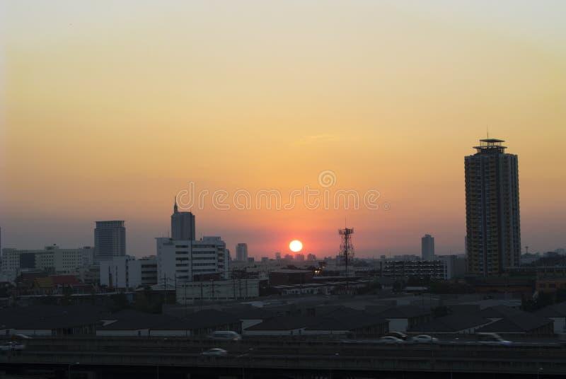Opinión de la puesta del sol sobre el paisaje de Bangkok imagen de archivo libre de regalías