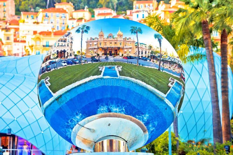 Opinión de la reflexión de la fuente del cuadrado de Monte Carlo Place du Casino fotos de archivo libres de regalías
