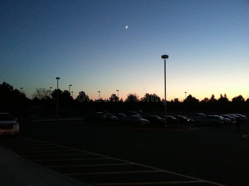 Opinión de la tarde del estacionamiento imagen de archivo libre de regalías