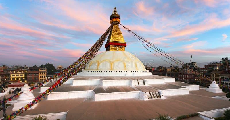 Opinión de la tarde del stupa de Bodhnath - Katmandu - Nepal fotografía de archivo libre de regalías