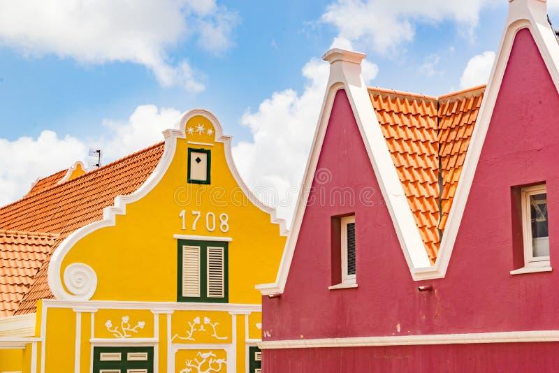 Opinión de la ventana - de las viejas opiniones de Punda Curaçao de los edificios imagen de archivo