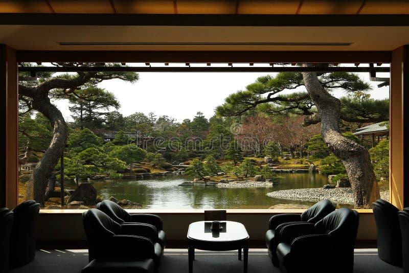 Opinión de la ventana del japonés y del zen fotos de archivo
