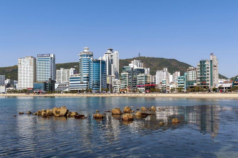 Opinión de la zona costera de Busán en la playa de Gwangalli, un destino turístico popular del paisaje urbano en Busán, Corea del fotos de archivo