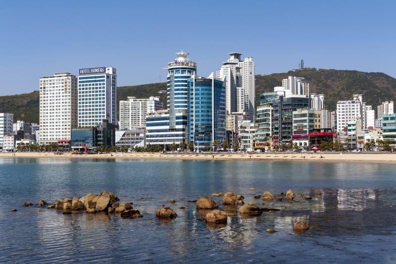Opinión de la zona costera de Busán en la playa de Gwangalli, un destino turístico popular del paisaje urbano en Busán, Corea del fotografía de archivo