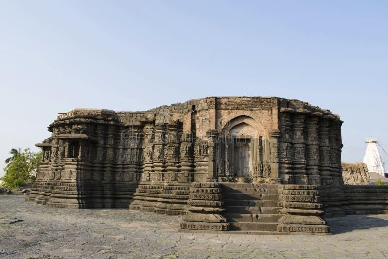 Opinión de lado izquierdo del templo de Lonar, distrito de Buldhana, maharashtra, la India de Daitya Sudán fotografía de archivo